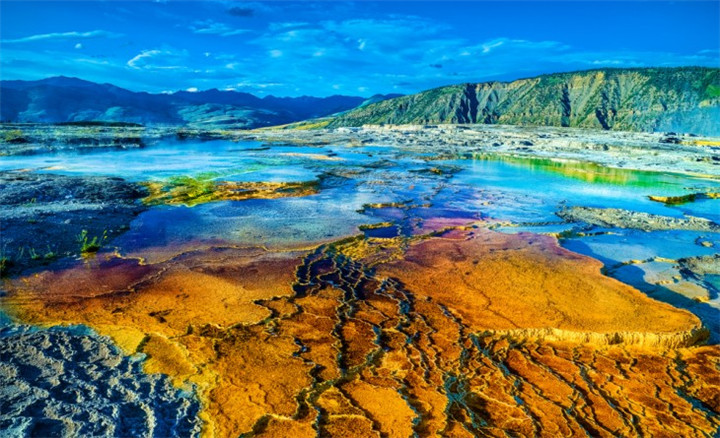 yellowstone-national-park-mammoth-hot-springs
